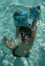 water wings hold child underwater: