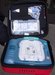aed case unzipped showing scissors in the upper compartment