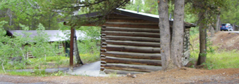 colter bay one bedroom cabin: end of a wood cabin