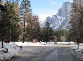 intersection at Curry and incoming route: road interesection with half dome in background