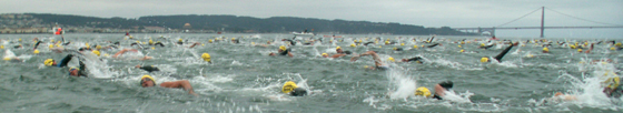 Alcatri October 2006 swimmers still in crowd shortly after start 560 pixels: