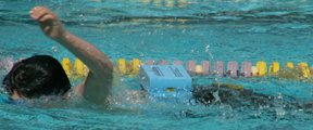 kids tri june 2007 swimmer with floatbelt: