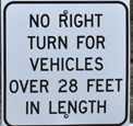 sign that says no right turn for vehicles over 28 feet in lenght
