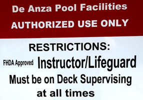 sign about pool facilities use