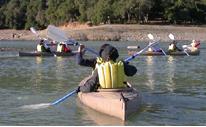 kayakers not paddling simultaneously